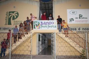 Bancos comunitários prestam serviços financeiros solidários